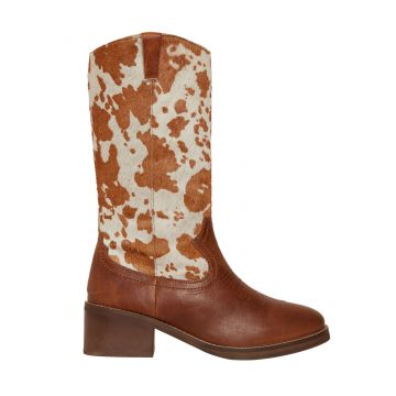 Pointy beige Boots